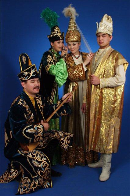 http://900igr.net/datai/geografija/Kultura-kazakhskogo-naroda/0008-009-Kazakhskij-natsionalnyj-kostjum.jpg