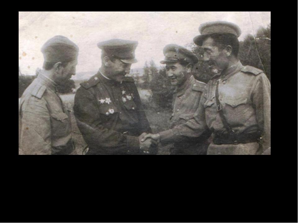 Литработник капитан Аскар Закарин, Герой Советского Союза майор Малик Габдул...