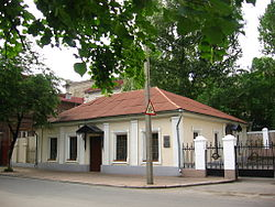https://upload.wikimedia.org/wikipedia/commons/thumb/a/a1/Vladimir_Dal%27s_house_in_Luhansk.jpg/250px-Vladimir_Dal%27s_house_in_Luhansk.jpg