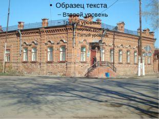 части здания: прямоугольные «нимки» с внутренним четырехлепестковым рельефом