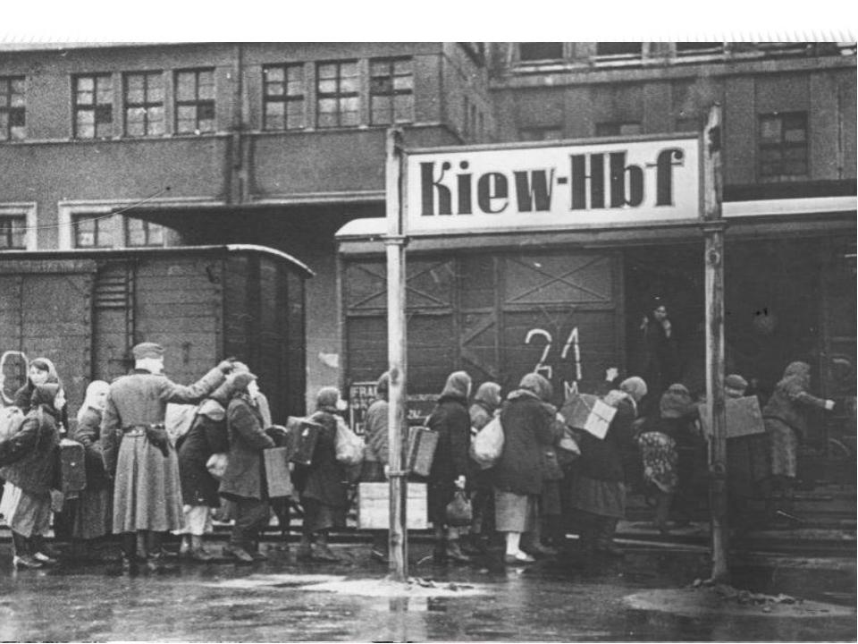 оккупация Массовые облавы стали причиной того, что киевляне старались невых...