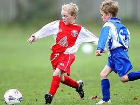 E:\мамина папка\фото\играют в футбол.jpg