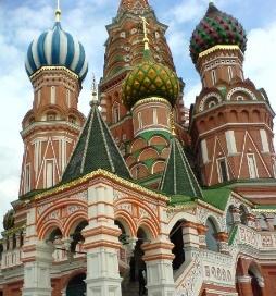 https://upload.wikimedia.org/wikipedia/commons/c/cb/Moscow%2C_St._Basil%27s%2C_Krasnaya_Square_Entrance.jpg