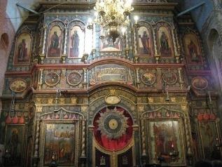 https://upload.wikimedia.org/wikipedia/commons/thumb/8/88/Saint_Basil%27s_Cathedral_interior_by_shakko_08.jpg/800px-Saint_Basil%27s_Cathedral_interior_by_shakko_08.jpg