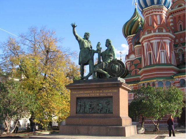 Первоначально памятник планировалось установить в 1812 году, к 200-летию гер...