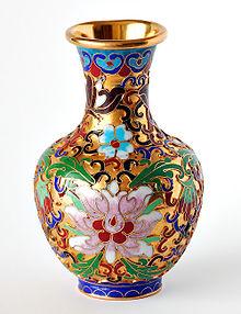 https://upload.wikimedia.org/wikipedia/commons/thumb/b/b8/Chinese_vase.jpg/220px-Chinese_vase.jpg