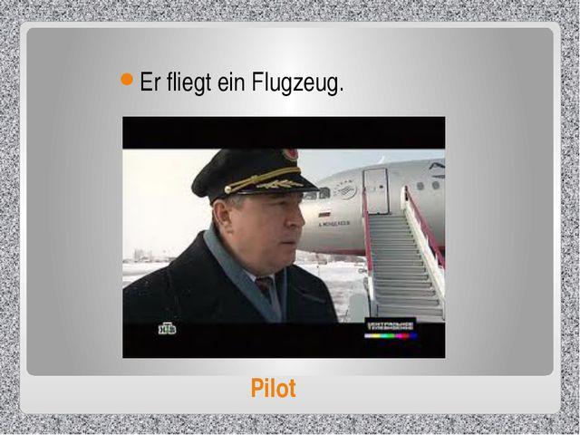 Pilot Er fliegt ein Flugzeug.