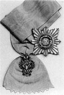 Лента с крестом и звезда ордена Святого Андрея Первозванного, учрежденного Петром I в 1698 г.