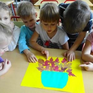 НОД с природными материалами «Осенние листья в вазе». Коллективная работа детей.