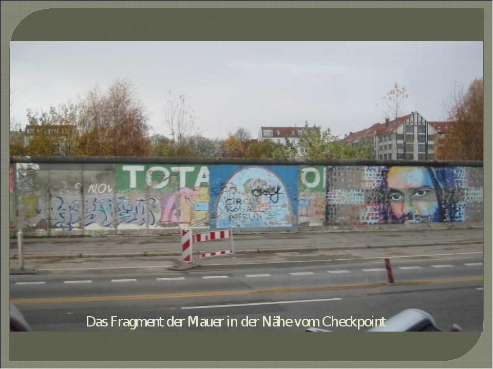 Das Fragment der Mauer in der Nähe vom Checkpoint