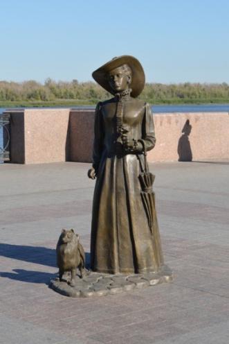 памятник дама с собачкой астрахань