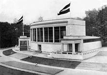 https://upload.wikimedia.org/wikipedia/commons/thumb/d/d9/Expo_1935_Latvia_S.N.Antonov.jpg/221px-Expo_1935_Latvia_S.N.Antonov.jpg