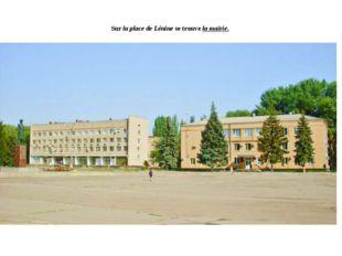 Sur la place de Lénine se trouve la mairie.