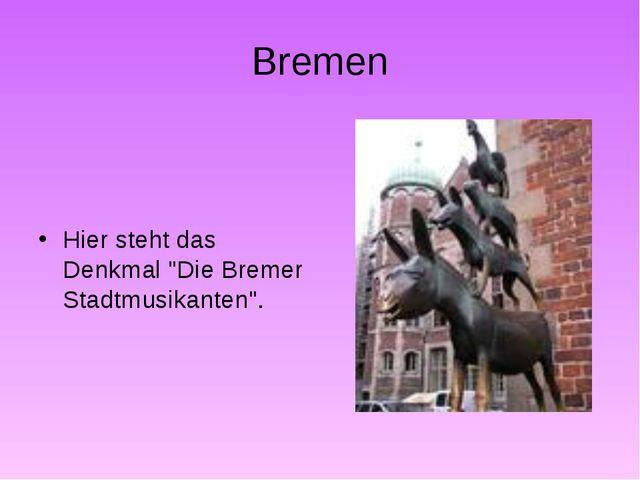 """Bremen Hier steht das Denkmal """"Die Bremer Stadtmusikanten""""."""