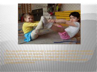 - Йога для детей очень похожа на игру, в которой они изучают своё тело, превр