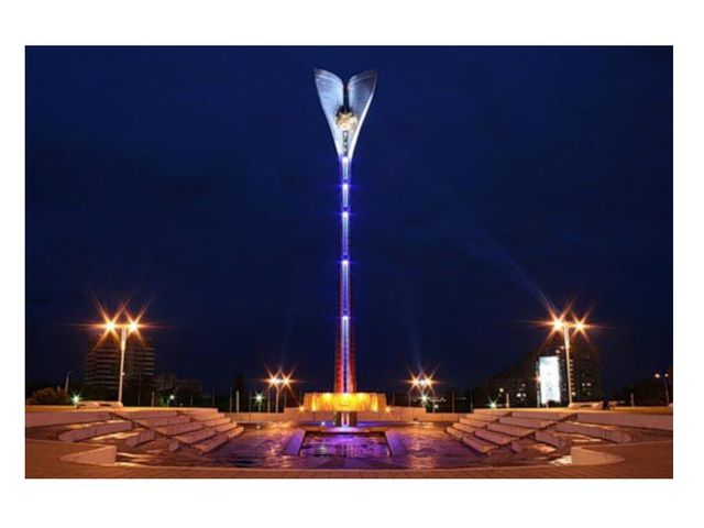 На Театральной площади возведен мемориальный комплекс в честь освобождения Ро...