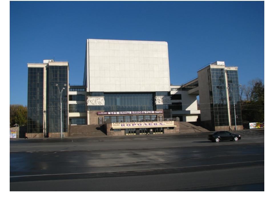 Здесь же, на Театральной площади, располагается и другая достопримечательност...