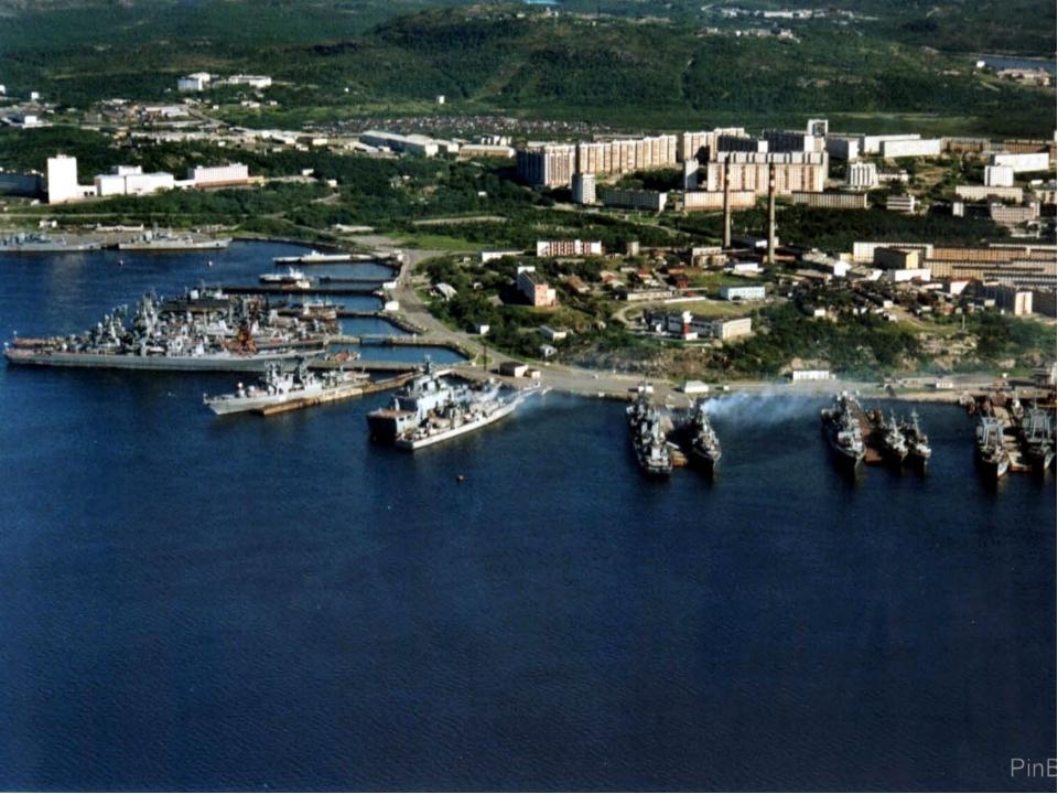 К северу от Мурманска на Кольском полуострове построена база Северного морско...