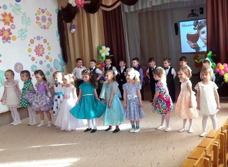 Сценарий праздника 8 Марта для средней группы «Маленькая мисс»
