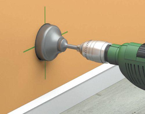 Фото 1 - Коронкой по бетону вырезаем отверстие в стене
