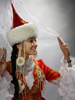 http://aldiyar.kz/images/stories/kazahskie_svadebnye.jpg