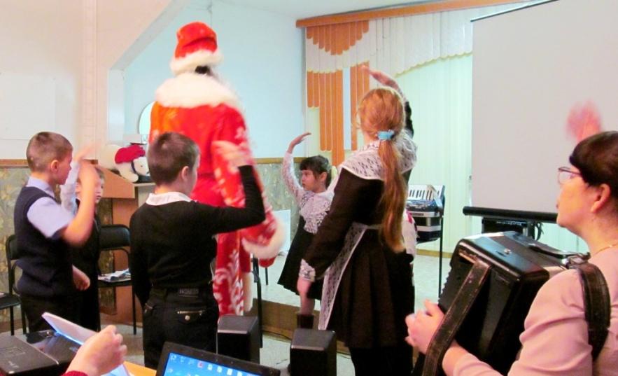 H:\Чайковский\епитош\Фото урок\Танцуем с Дедом Морозом IMG_0142.JPG