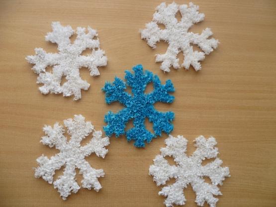 Как сделать объемную снежинку из салфетки