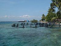 http://upload.wikimedia.org/wikipedia/commons/thumb/d/d8/Pearl_farm_%28Seram%2C_Indonesia%29.jpg/200px-Pearl_farm_%28Seram%2C_Indonesia%29.jpg