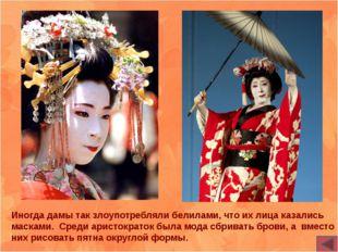 После начала сезона цветения сакуры тысячи японцев приходят полюбоваться крас