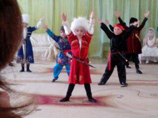 C:\Users\В\Desktop\Аттестация 2015\АПРЕЛЬ.ДИСКОТЕКА\Концерт. ИТОГ 10.04.15\Для сайта ПАРОДИЙНОЕ ШОУ. 10 АПРЕЛЯ\Кавказская группа Вайнах.jpg