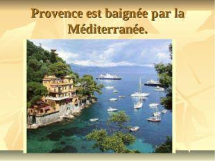 Provence est baignée par la Méditerranée.