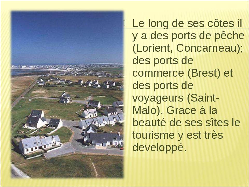 Le long de ses côtes il y a des ports de pêche (Lorient, Concarneau); des por...