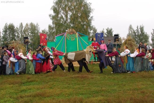 http://suzdal-gostinici.ru/images/prazdniki-v-suzdale/big/festival-bogatirskie-zabavi-v-suzdale-12.jpg