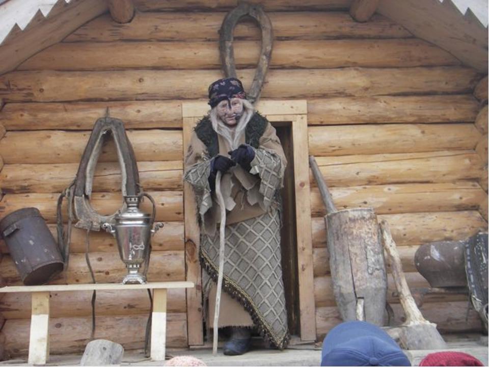 В 2004 году «родиной Бабы-Яги» было объявлено село Кукобой в Ярославской обла...