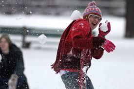Картинки по запросу дети играют в снежки