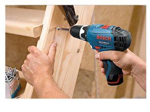 Завинчивать шуруп можно отвёрткой вручную или специальным инструментом шурупо
