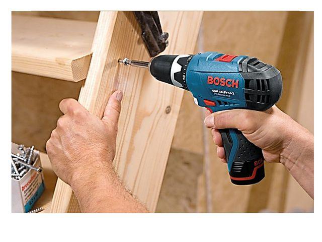 Завинчивать шуруп можно отвёрткой вручную или специальным инструментом шурупо...