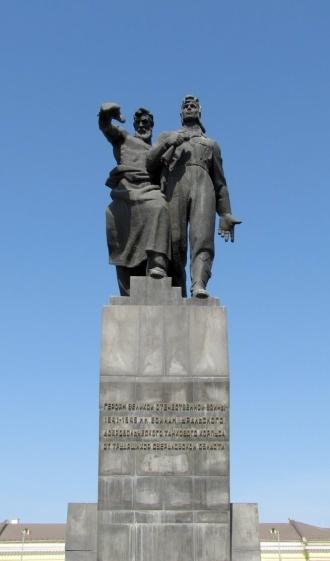 Памятник воинам Уральского добровольческого танкового корпуса 19