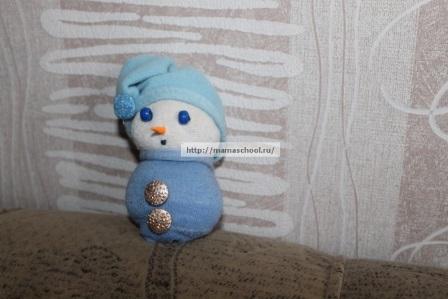 Пошаговое изготовление снеговика из носка фото