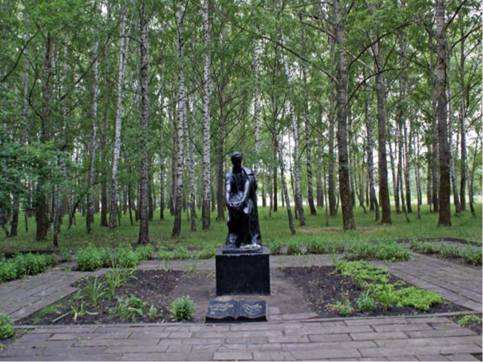 Памятник М.Ю Лермонтаву в парке культуры и отдыха им. В.Г. Белинского