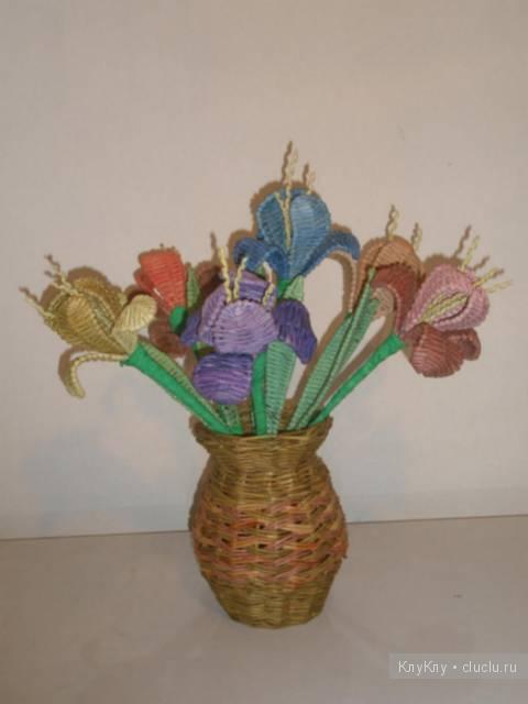 Цветок из газетных трубочек