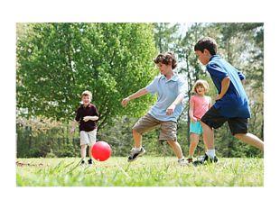 •использовать прогулки на свежем воздухе для активного отдыха: проведения по