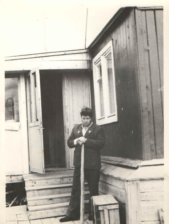 F:\1979 г. Пышменские дома в пос. Геологов. Сальников Е.А. - предс.профкома.jpg