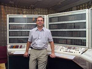 https://upload.wikimedia.org/wikipedia/commons/thumb/a/a5/Vakulenko_BESM6_SosnovyBor.jpeg/300px-Vakulenko_BESM6_SosnovyBor.jpeg