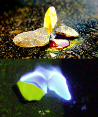 http://upload.wikimedia.org/wikipedia/commons/thumb/a/a0/Burning-sulfur.png/200px-Burning-sulfur.png