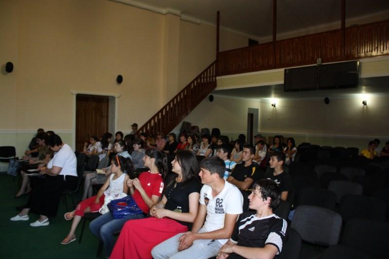 F:\день учителя фото-2012\День осетинского языка\img_0675 1600x1200 (2).jpg