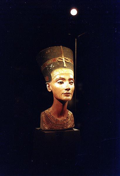 409px-Нефертити