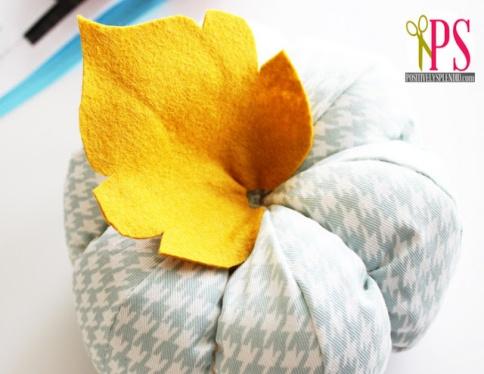http://2.bp.blogspot.com/-8lCvl19uDPk/UFaRnZwKYfI/AAAAAAAAJRg/NHbIuiHvZTw/s640/plush+patchwork+pumpkins+7.jpg