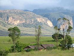 https://upload.wikimedia.org/wikipedia/commons/thumb/7/7b/Isalo_National_Park_01.jpg/250px-Isalo_National_Park_01.jpg