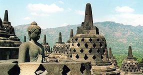 https://upload.wikimedia.org/wikipedia/commons/thumb/3/37/Borobodur1.jpg/286px-Borobodur1.jpg